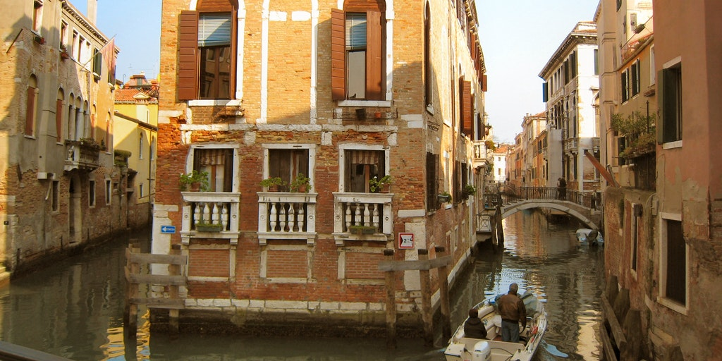 <p>The beautiful canals near the hotel</p>