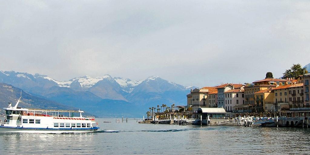 Les petits ferries qui naviguent sur le Lac de Côme