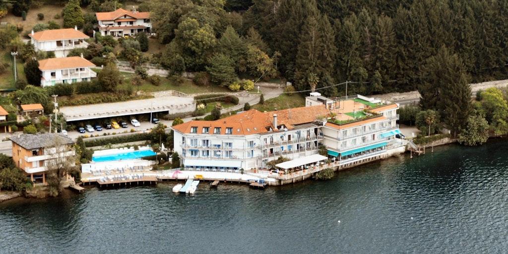 Les appartements sont situés dans les bâtiments à gauche de l'Hôtel Il Giardinetto