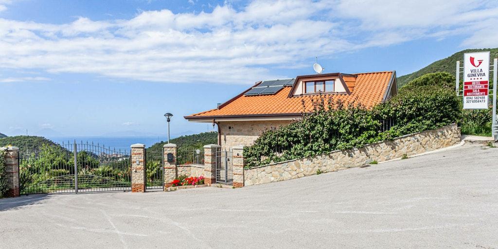 Huset ved indkørsel til Villa Ginevra