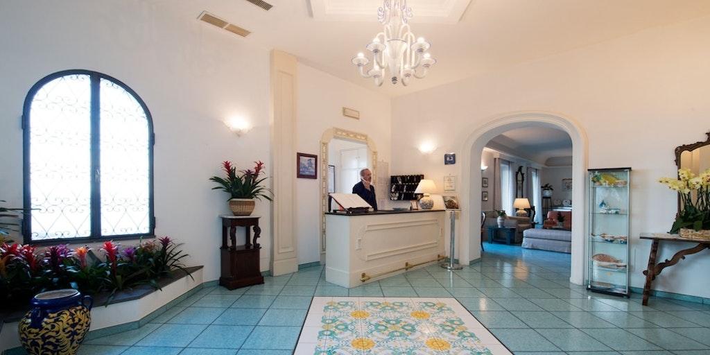 Receptionen på hotellet, som ligger ca. 600 m væk