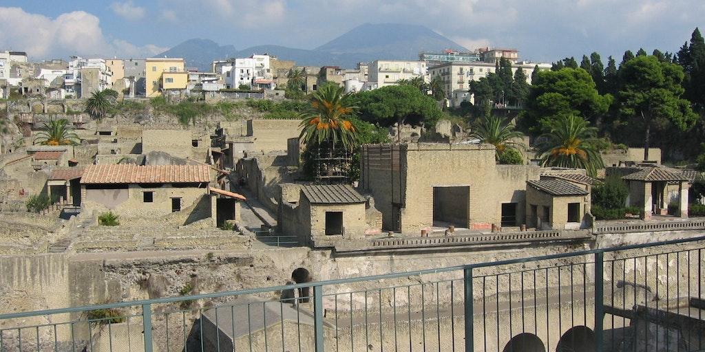 Utsikt över byn med Vesuvio i bakgrunden
