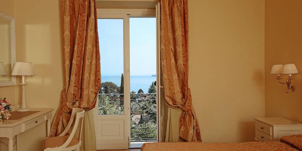 Eksempel på Dobbeltværelse (deluxe) m. søudsigt og balkon/terrasse