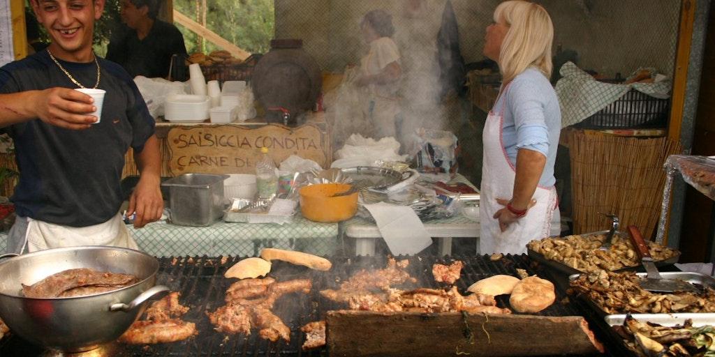 Folksfest auf dem Dorf auf Sizilien