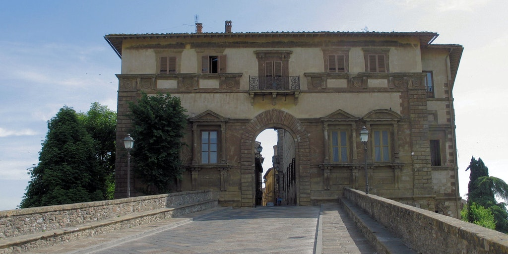 Palazzo Campana in the high town