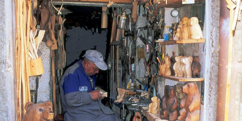 Tillverkning av träskor / tofflor i Abruzzo