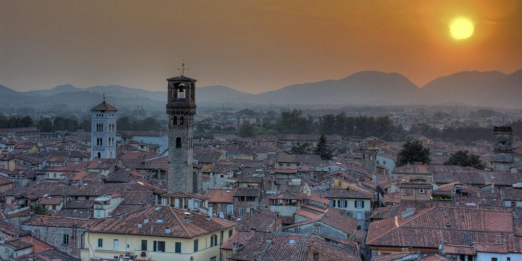 Lucca in der Abenddämmerung