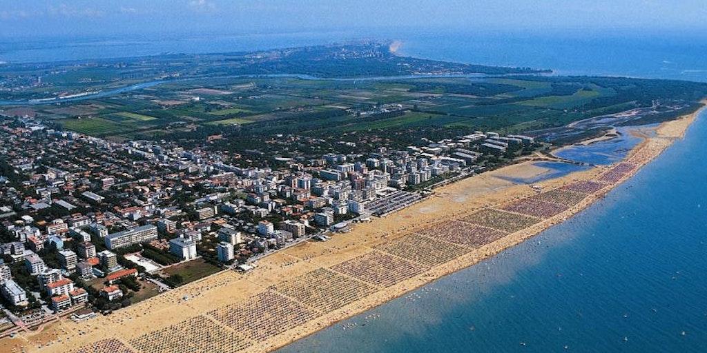 Bibione vue du ciel: la plage est immense!