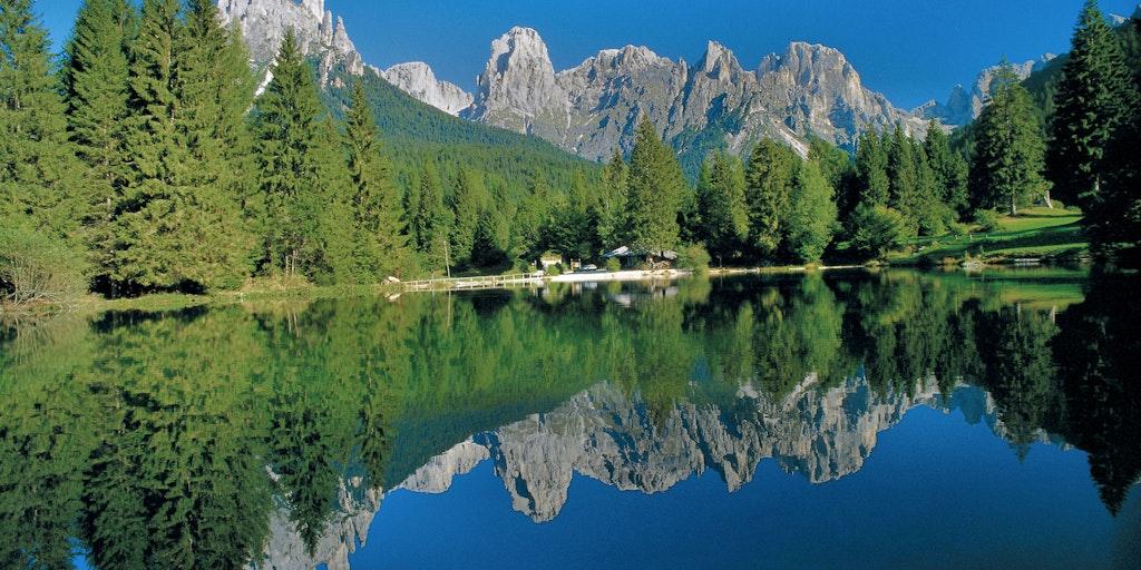 Sjö, skog och berg - som en tavla