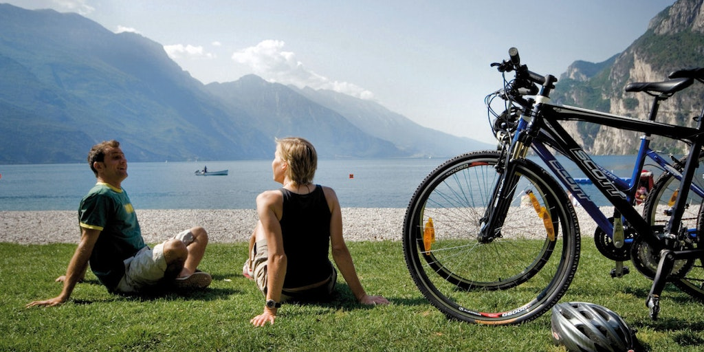 Take a rest by the lake on a mountain bike ride