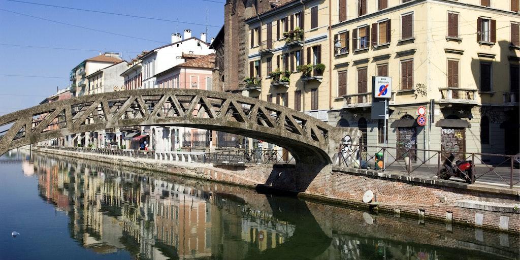 Belle atmosphère le long des canaux de Navigli