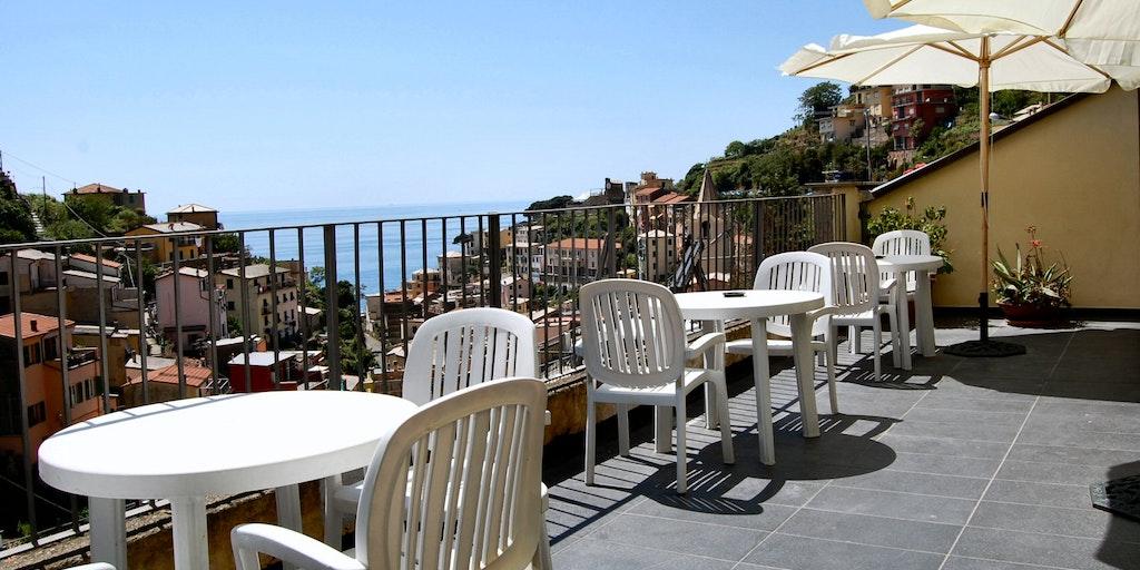 Renovierte Terrasse mit Blick auf das Meer