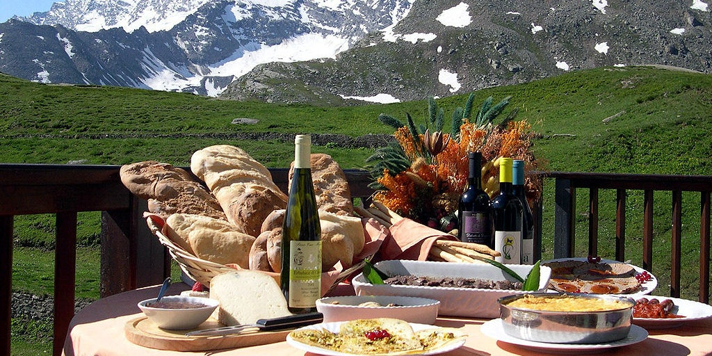 Enjoy positive dining experiences in the region