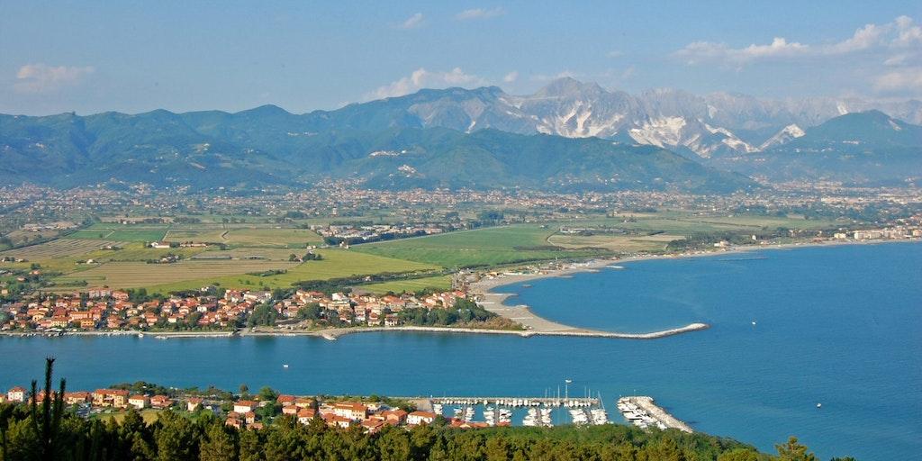 Magraflodens mynning med orterna Bocca di Magra och Fiumaretta di Ameglia