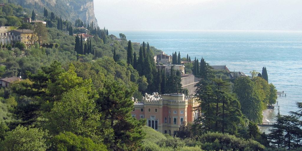 Udsigt mod Villa Feltrinelli fra hotellet