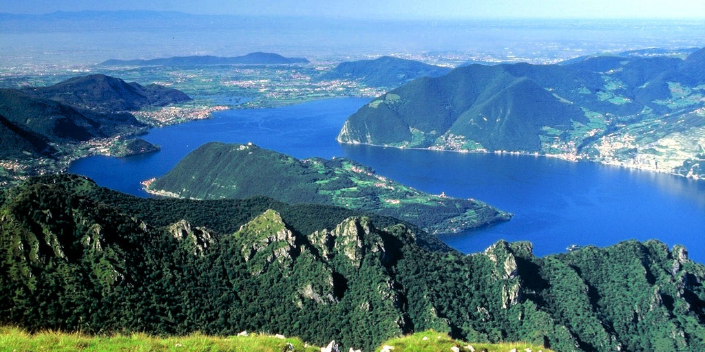 Vue sur le Lac d'Iseo depuis Monte Guglielmo (1948 m.)