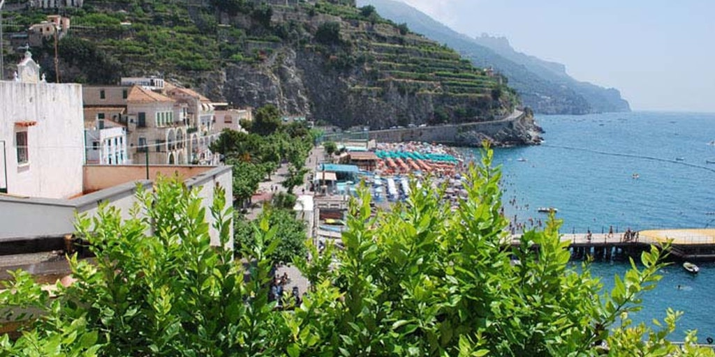 Utsikt från hotellet mot Minori by