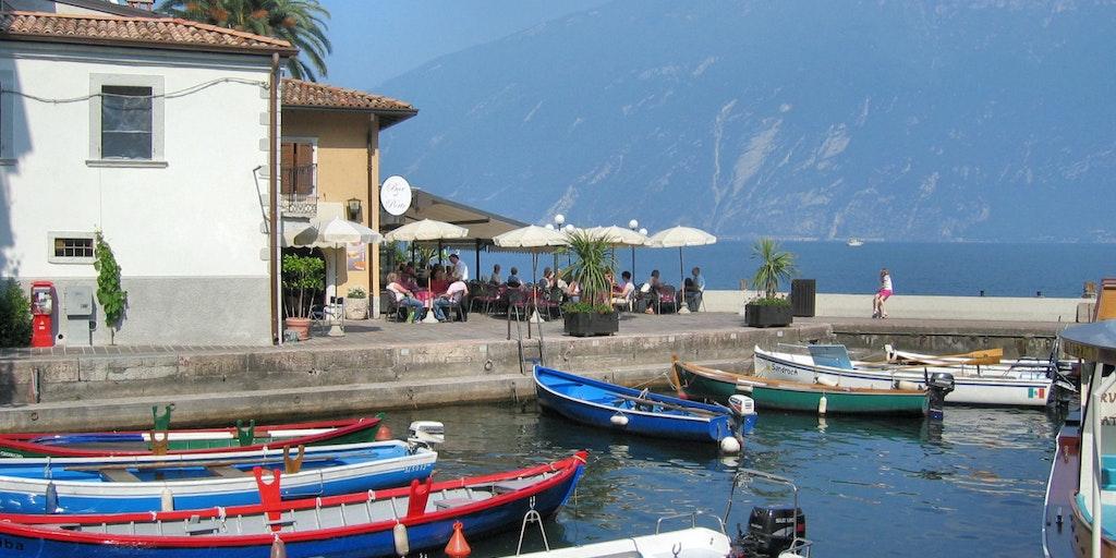 Der kleine Hafen im Zentrum von Limone sul Garda