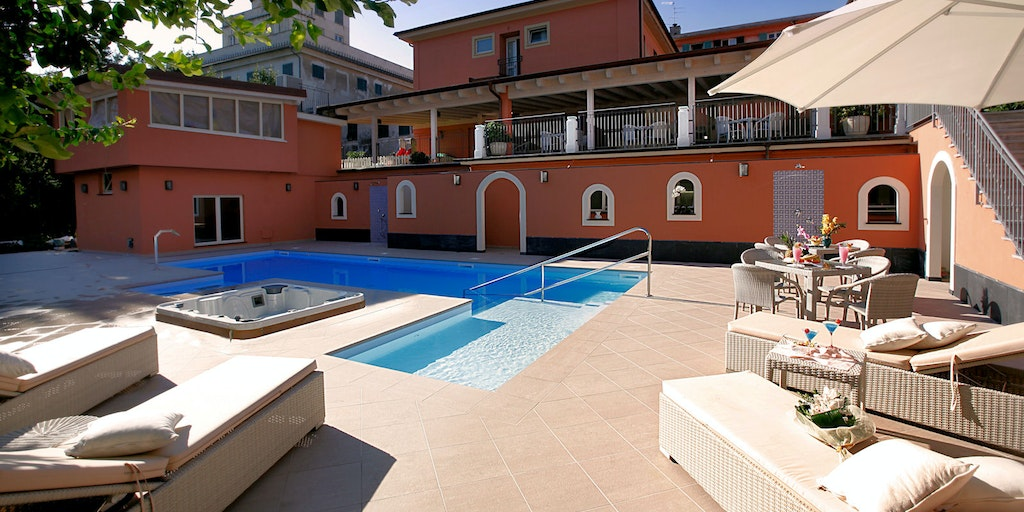 <p>Swimming pool and terrace</p>