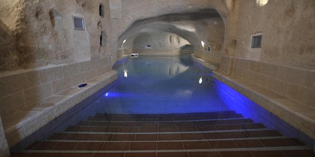 <p>San Martinos neuer Wellnessbereich mit unterirdischem Hallenbad</p>