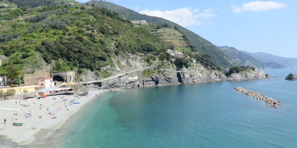 Cinque Terre is a mix of rugged cliffs and sandy beaches