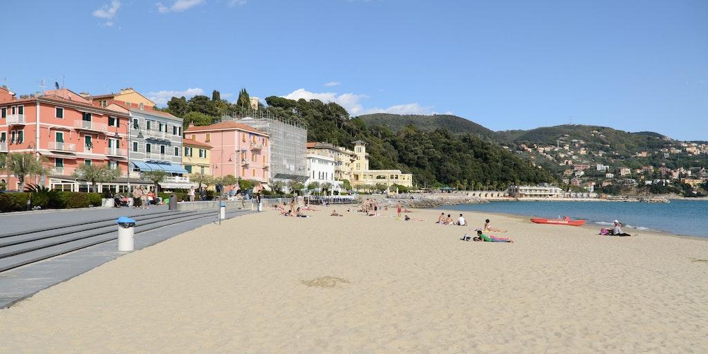 Den indbydende strand i San Terenzo