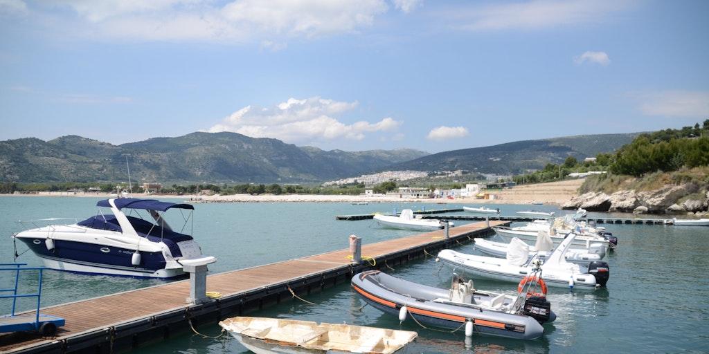 Der Yachthafen von Mattinata