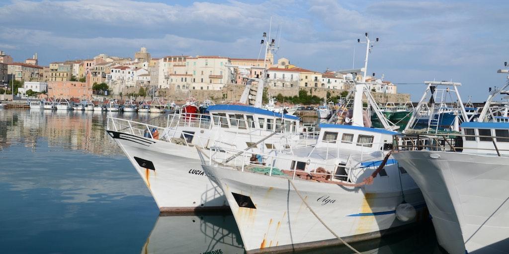 Hamnen i Termoli varifrån det är båtförbindelse till Tremitiöarna