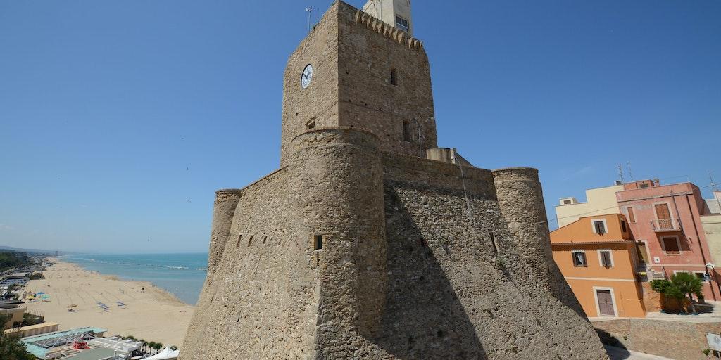 Den ståtliga borgen Castello Svevo