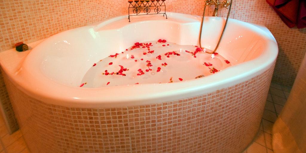 Room Manteia with corner bath