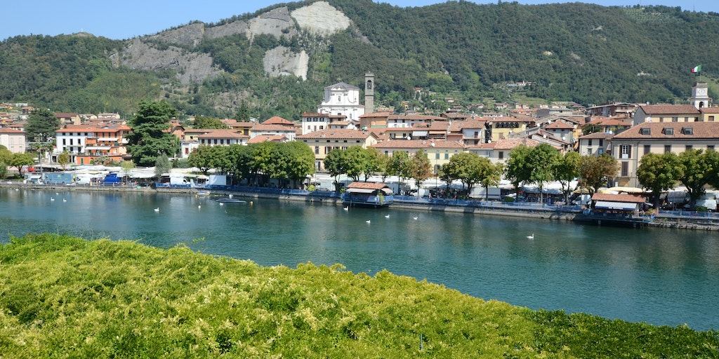 Most rooms overlook the lake and the town of Sarnico on the opposite bank