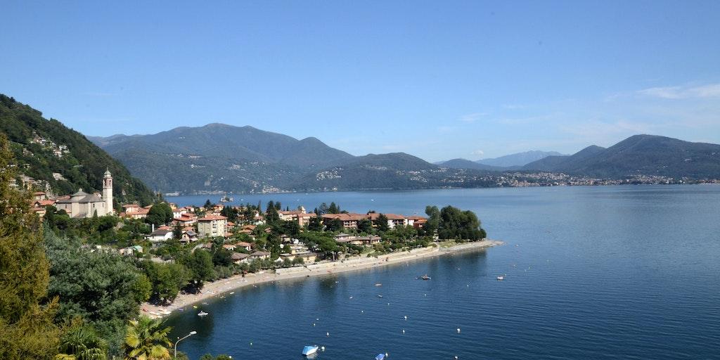 La vue de l'hôtel sur Cannero Riviera et la plage