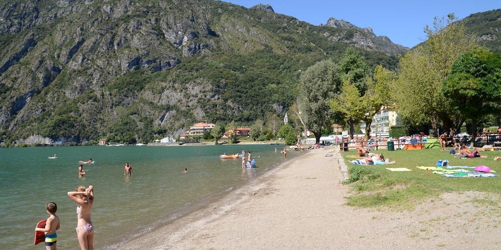 The beach at Porlezza
