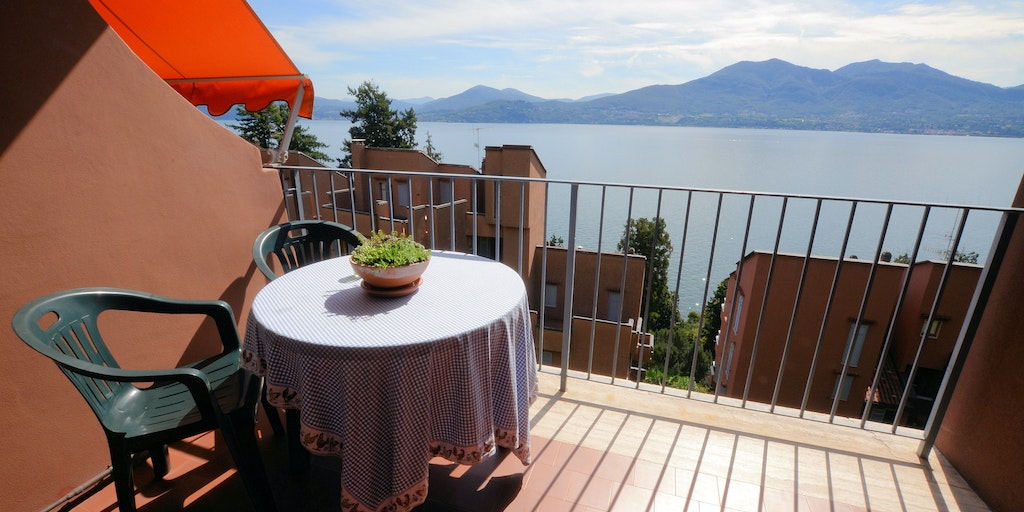 Panoramic views over Lake Maggiore