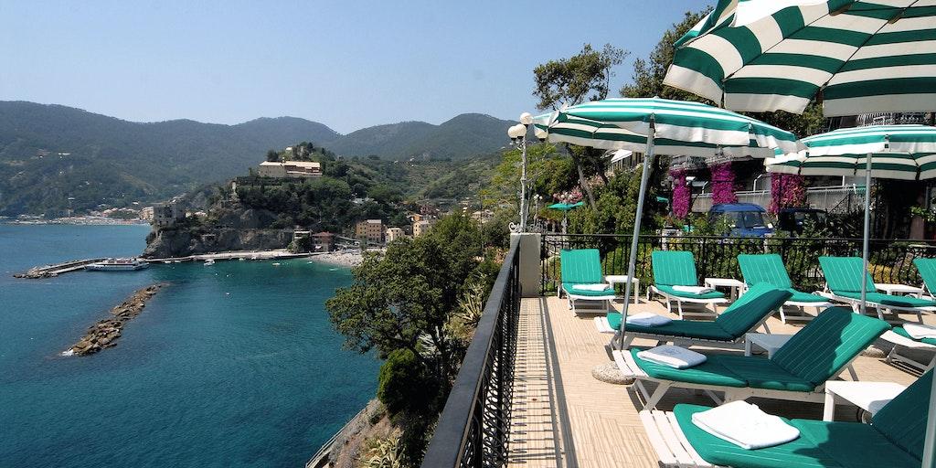 <p>La terrasse panoramique avec vue sur la mer est un des nombreux points forts de l'hôtel Porto Roca.</p>