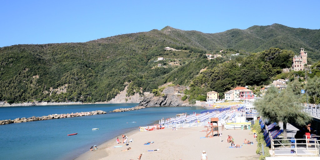 The inviting sandy beach in Moneglia