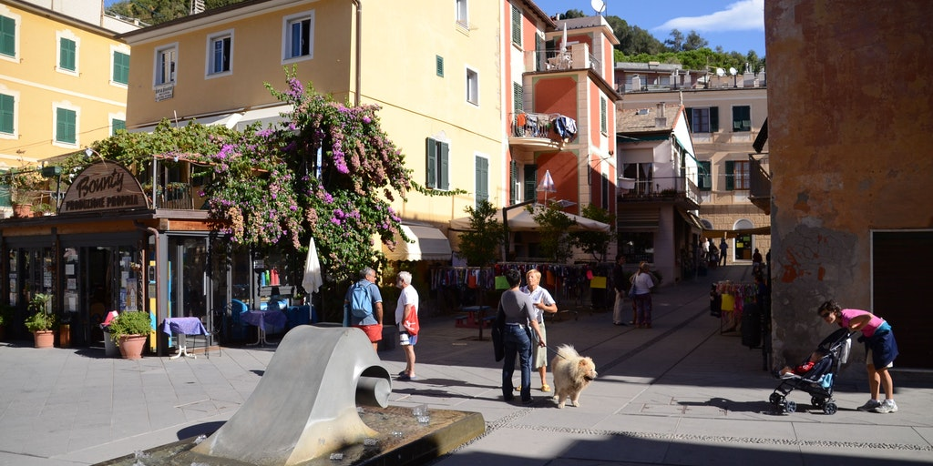 Many eateries in the middle of Moneglia