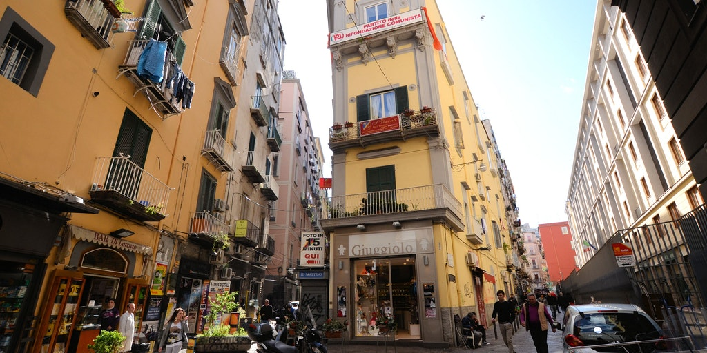 B & B I Visconti is located in the building in the middle - in the centre of Naples