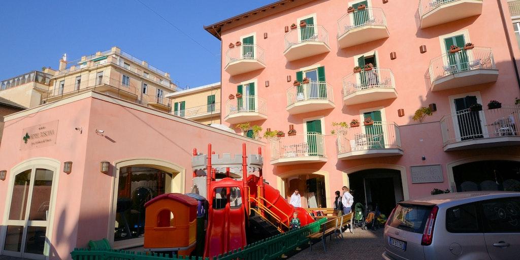 Hotel toscana hotellferie i alassio liguria italia for Hotel liguria milano