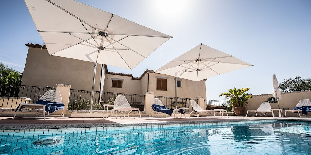 <p>Private pool for the five superior apartments in the Villa</p>