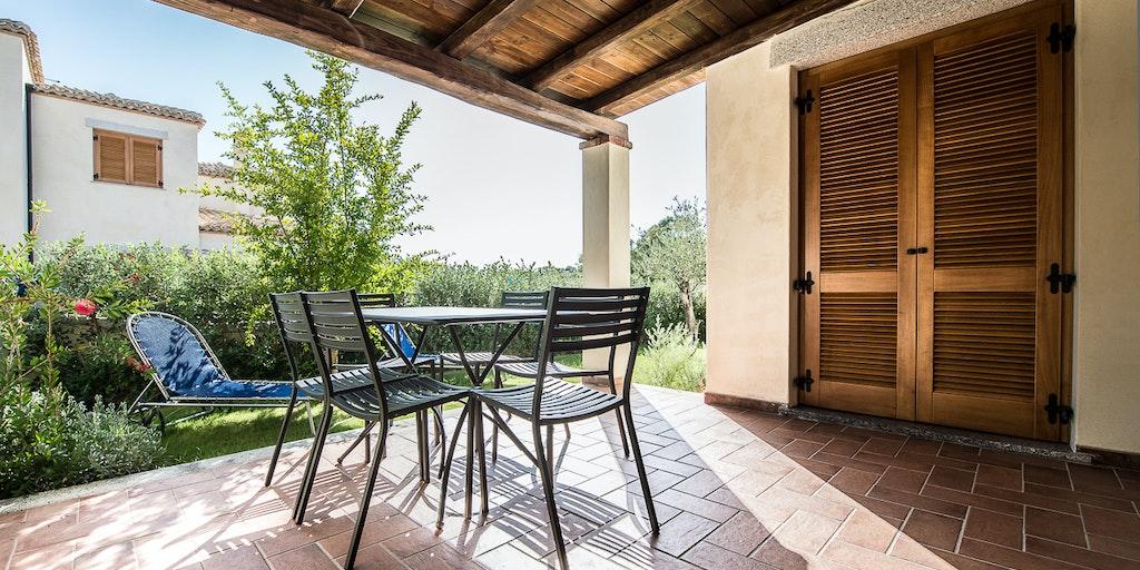 Terrasse til en af superior-lejlighederne i Villa