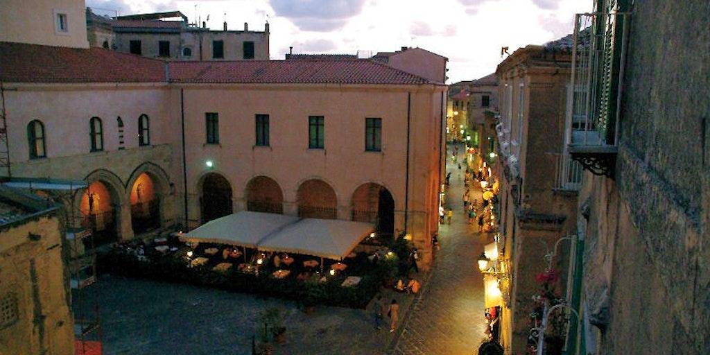 Platz <em>Piazza Duomo</em>