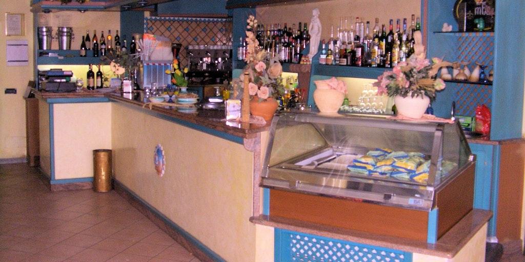 <p>Restaurant or bar</p>