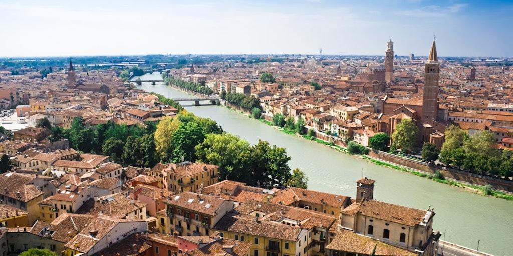 Utsikt över Verona från torget Piazzale Castel San Pietro