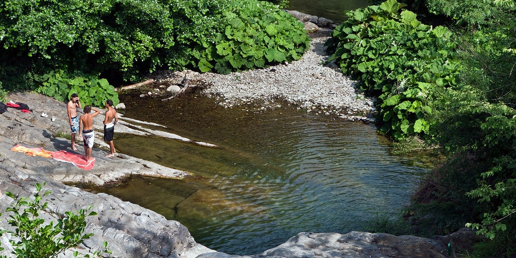 Baignez-vous dans la rivière Impero