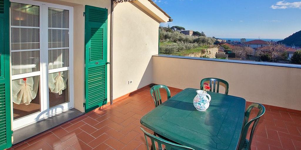 Terrass till lägenhet 8