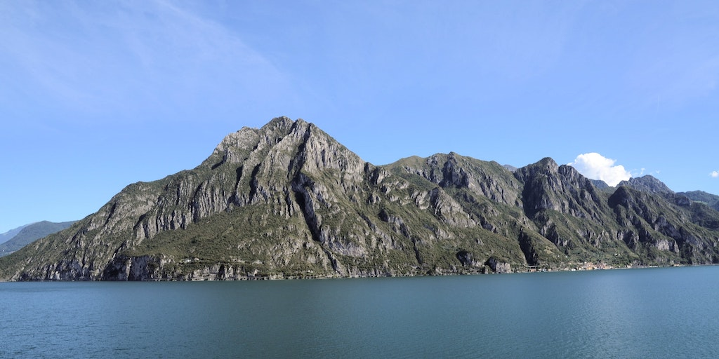 The mountains meet Iseo's shores