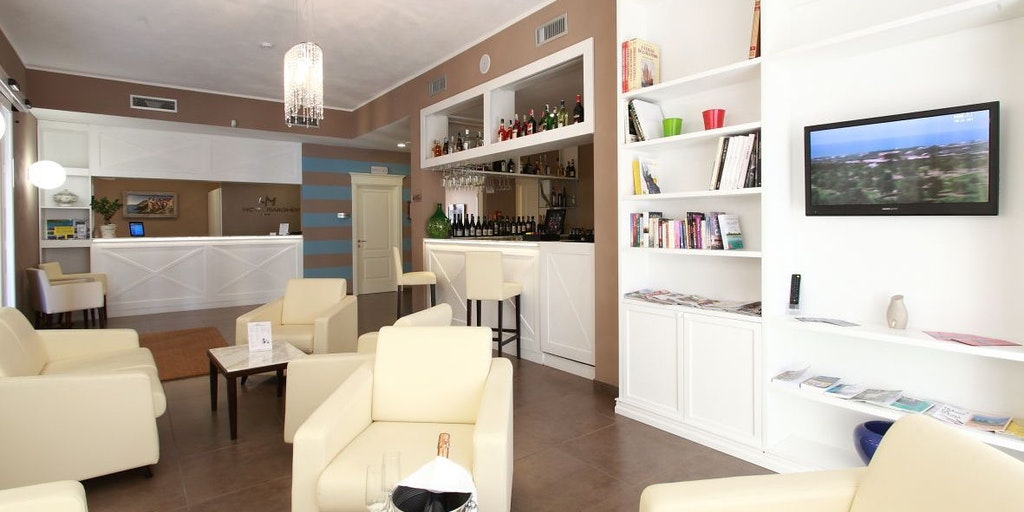 Lounge med barområde