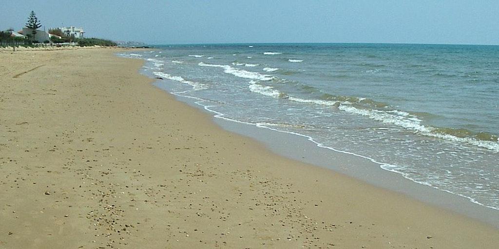 La belle plage de sable de Punta Secca