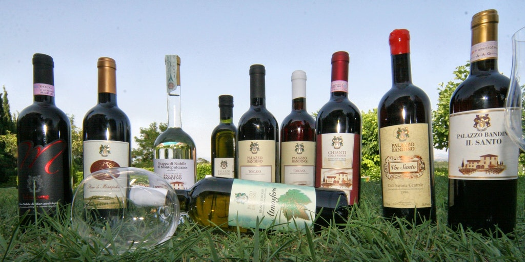 Gårdens viner, <em>grappa</em> och det berömda <em>vin santo</em>.